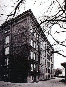 1913 zog die Sammlung des Vereins für Heimatkunde in die Knaben-Mittelschule Sandower Str. 19 um