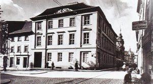 Das 1923 von Friedrich A. LIERSCH als Städtisches Museum gestiftete Haus am Neumarkt 8
