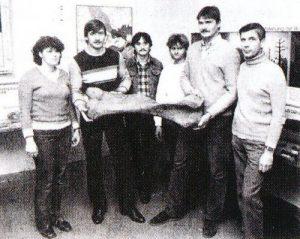 Die Sprengbrigade Jänschwalde mit dem Mammutknochen-Fund (Foto: N. KRAUZIG)