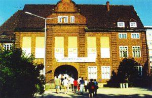 Vorübergehendes Domizil für das Naturmuseum und einen Teil der Sammlungen von 1991 bis 1995 im ehemaligen evangelischen Gemeindehaus in der Bahnhofstraße 5 (Foto: I. ZACHOW)