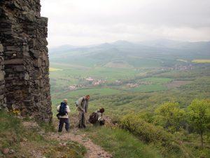 Wandergruppe beim Abstieg vom Kostal
