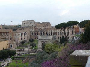 Forum Romanum in Rom mit Colosseum